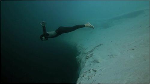 base_jump_underwater02