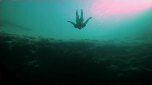 base_jump_underwater03