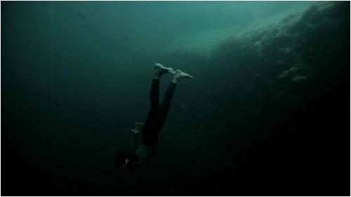 base_jump_underwater04